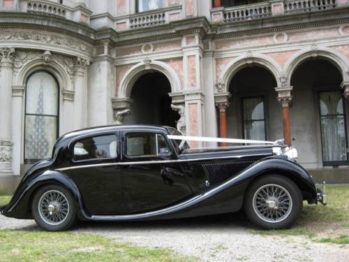 Jaguar Mk IV as wedding car